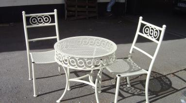 Mesh Table Chairs 001