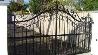 Whitehouse Gates 001